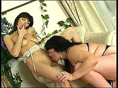 Victoria&Gertie pussyloving mature in action